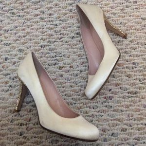 🆕 KATE SPADE ivory with gold glitter heels- 5.5